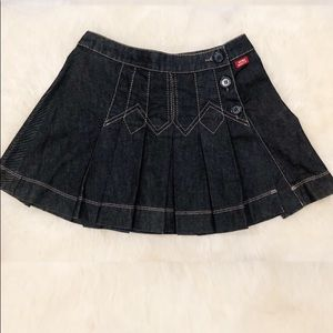 Darling denim skirt with three buttons on sides.
